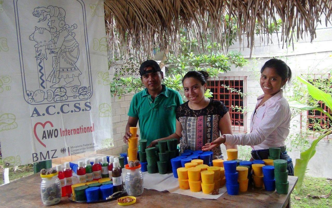 Young people sell their self-made candles and shampoos at the market (Photo: AWO International)