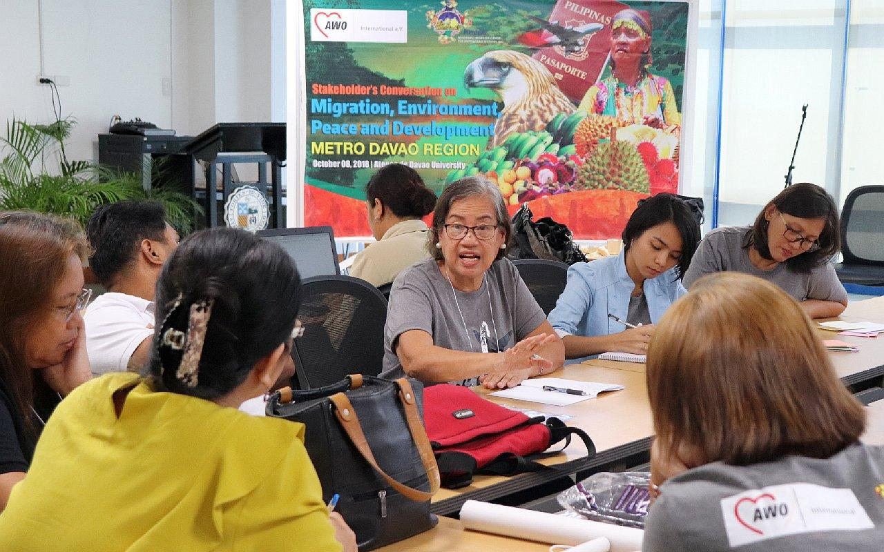 E Participants in a stakeholder dialogue discuss strategies for safe labour migration. MMCEAI brought together 52 representatives from local government agencies and community organizations (Photo: AWO International)