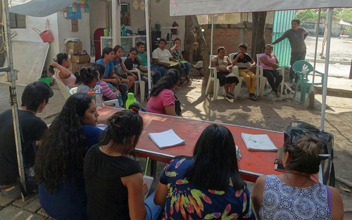The families receive further training on prevention and behaviour in crisis situations. (Photo: AWO International)