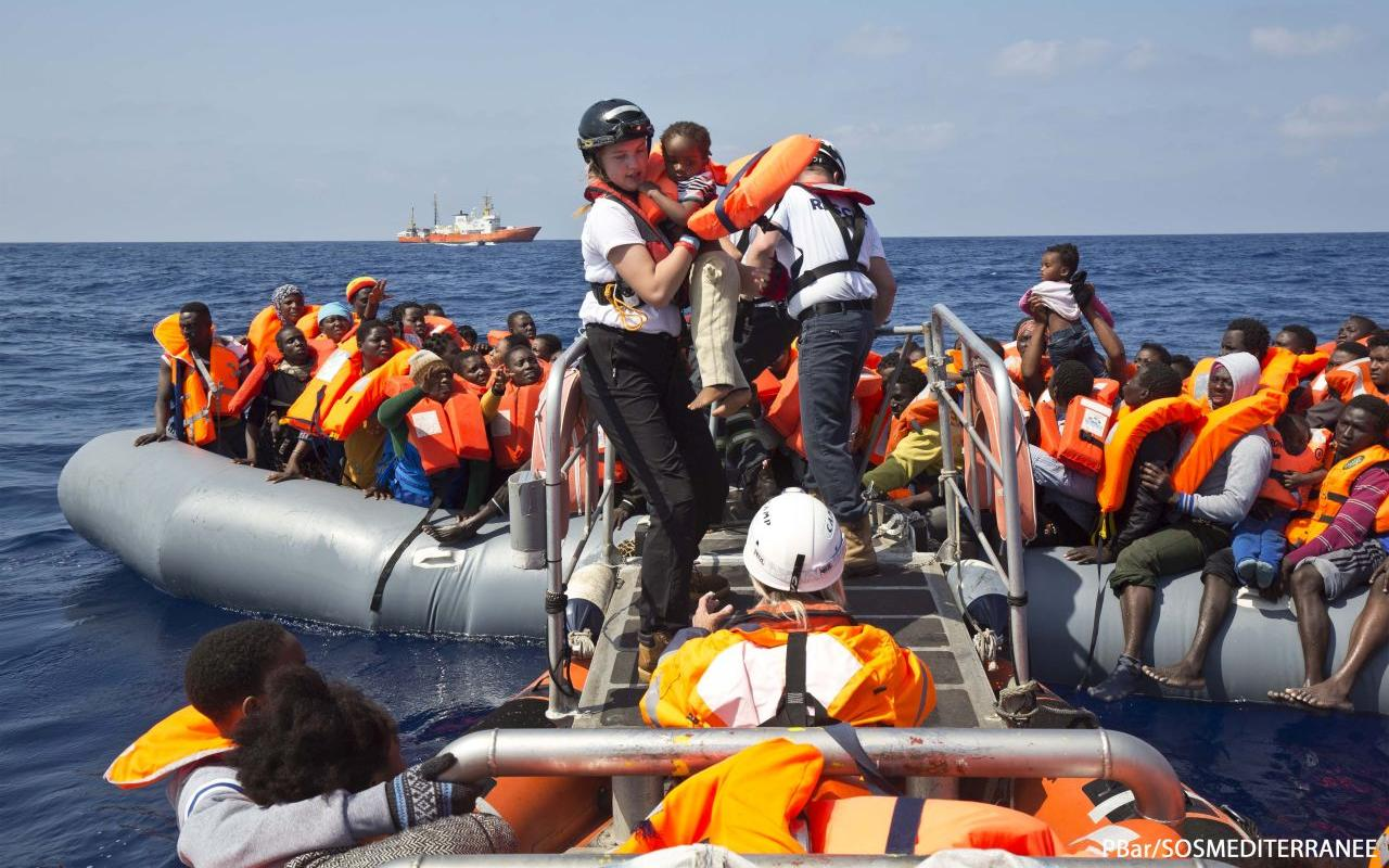 The Aquarius crew during a rescue operation in the Mediterranean (Photo: PBar/SOS MEDITERRANEE)