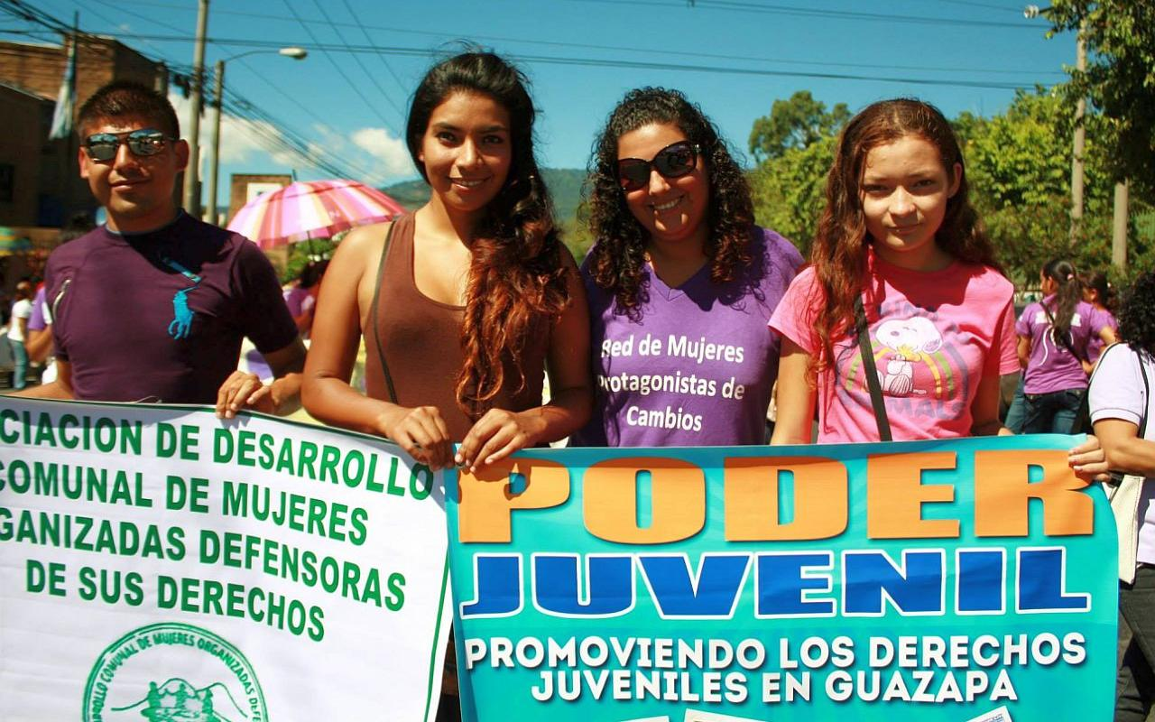Young women - and men - in El Salvador demonstrate for more equality. (Photo: IMU)