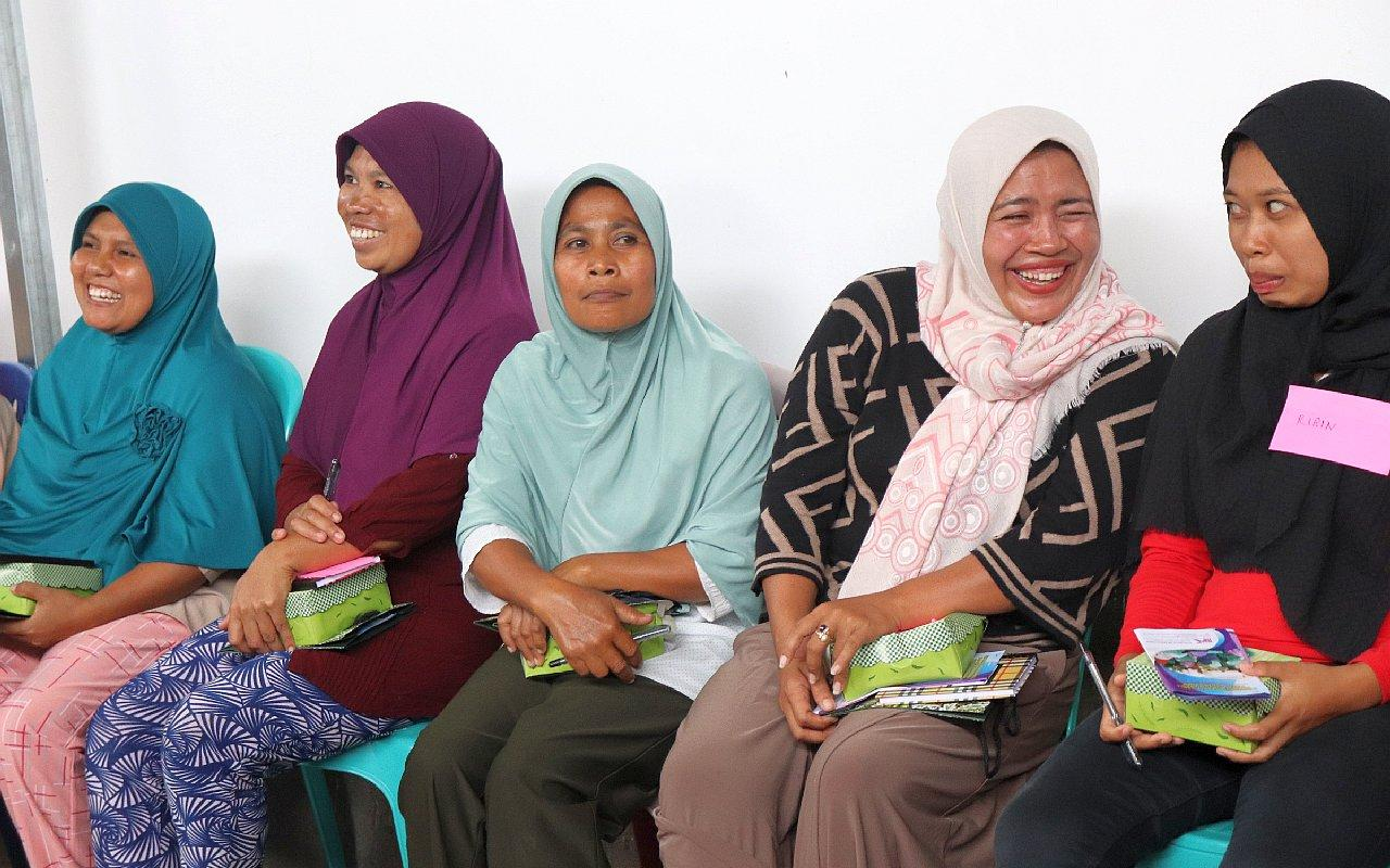 Participants in a training course for organisational management from our partner organisation PPK. The former migrant women want to work against human trafficking in community organisations. (Photo: AWO International)